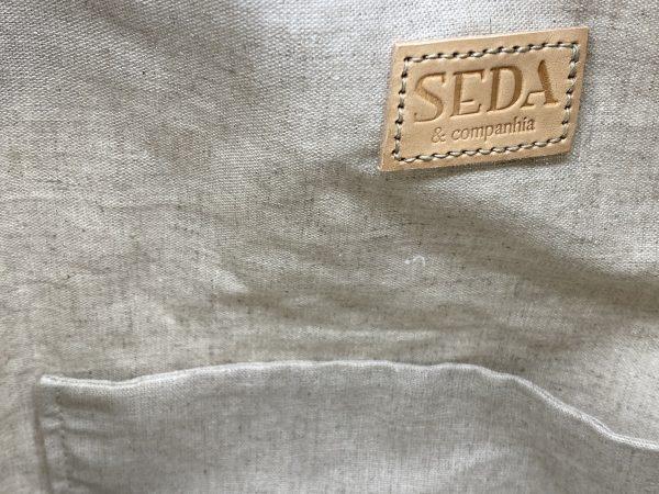 Fava do mar. Mala shopper em algodão bordada à mão com fio de seda natural, inspirada no bordado de Castelo Branco.