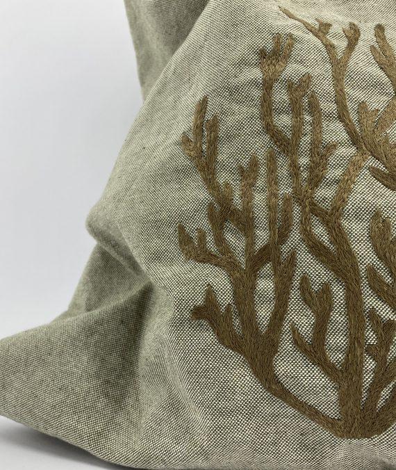 Esparguete do mar. Mala shopper em algodão bordada à mão com fio de seda natural, inspirada no bordado de Castelo Branco.
