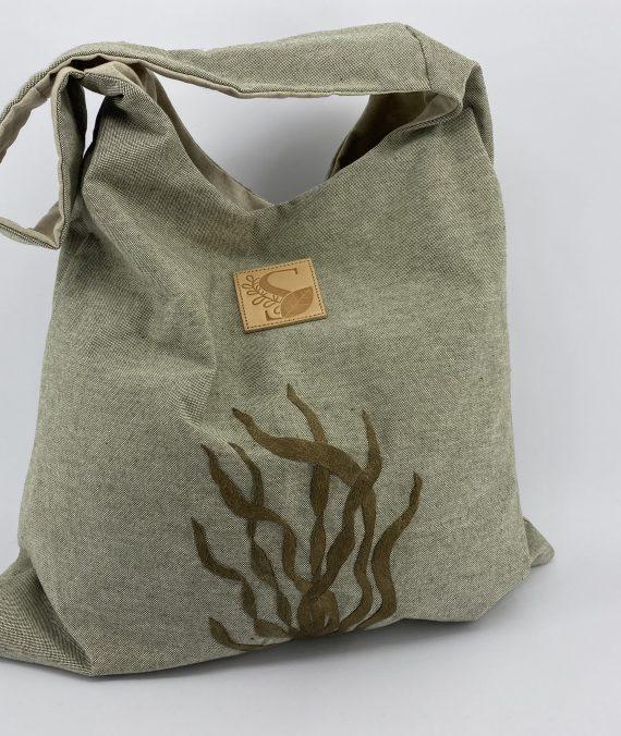 Alface do mar. Mala shopper em algodão bordada à mão com fio de seda natural, inspirada no bordado de Castelo Branco.